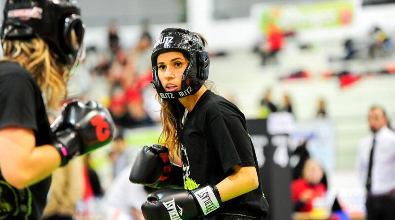 El nuevo deporte en casa: pegar  al saco de box